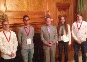 Opiskelijat pääsivät vierailemaan USA:n suurlähetystöön.